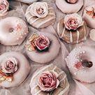 Nicht umsonst ist Pastellrosa eine der beliebtesten Hochzeitsfarben. Wir haben f... Check mor...
