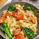 Cremige Pasta mit Lachs Brokkoli und Tomaten   Einfach und richtig lecker   instakoch.de