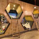 Café mit Buchladen mit attraktivem Design vielfältiger Stile