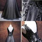 Chic a-line v-neck prom dress floor length tulle party dress black applique long prom dress sleeveless evening dress