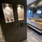 Badkamer met visgraat tegeltjes en hardstenen vloer + kommen en massief eiken meubels en matzwart.