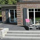 Wege, Mauern, Treppen und Terrassen geben dem Garten Struktur und eine zeitlos schöne Ausstrahlung