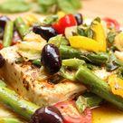 Feta aus dem Ofen mit grünem Spargel und Oliven / Claudia Earp