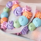 Light and Delicate Meringue Heart Wreaths