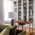 Einbauschrank | Grünes Sofa | Tischleuchte