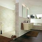 Modernes Badezimmer mit Dusche und Badewanne