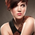 Red highlights on brown #hair with natural make_up