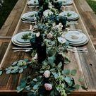 Eine Hochzeit im Freien mit einem langen Tisch aus ...  #einem #freien #hochzeit #langen #tis...