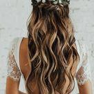 Penteado para noivas cabelo solto com cachos e flores