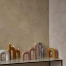 BROSTE COPENHAGEN Kerze BEND in Beige, 16,5 x 14,5 cm