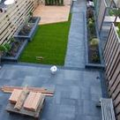 Plattform, Dielenbrett, erhöhte Terrasse aus Douglasienholz, italienische Zypressen, ...
