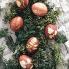 Oster Kinderspaß Ostereier natürlich bunt mit Blättern färben   Pinspiration
