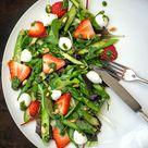 Spargelsalat mit Erdbeeren & Basilikum-Pesto - Madame Cuisine