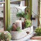 Natuerliche Adventsdeko vorm Fenster mit … – Bild kaufen