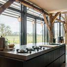 Keukens met een prachtig houten balkenconstructie