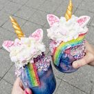 Einhorn Freakshakes selber machen: Verrücktes Rezept für Unicorn-Fans!