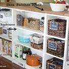 Ikea Kitchen Island Hack con las estanterías Billy y el tablero de cuentas de www.goldenboys...