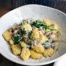 Cremige Gnocchi-Pilz-Pfanne mit Babyspinat - Madame Cuisine