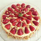 Erdbeer-Pudding-Kuchen mit Biskuitboden