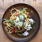 Spaghetti mit Pomodori und Burrata | PASTAMANIAC