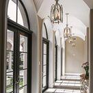 schwarze Sprossenfenster   schöner Hauseingang   Hauseingang gestalten