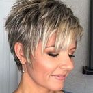 25 Short Hairstyles with Layers for Natural Beauty Looks | KipperKids.com