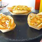 3 Bratwurst-Hotdogs im selbst gebackenen Brötchen