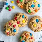 Da wird sogar das Krümelmonster neidisch: M&M-Cookies mit Haferflocken und Cranberrys