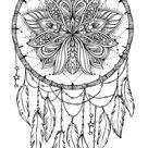 Hand gezeichnet Native American Indian Talisman Traumfänger mit Federn und Mond. Vector Hipster Illustration isoliert auf weiß. Ethnisches Design, boho chic, Stammes-Symbol. Malbuch für Erwachsene.