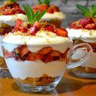 "Top-Rezepte.de on Instagram: ""Erdbeer-Dessert im Glas mit Quark 🍓🍓🍓 ✅ ZUTATEN 500 g - Erdbeeren 100 g - Butterkekse 2 EL - zerlassene Butter 350 g - Quark 125 ml - saure…"""