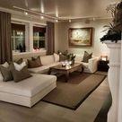 Bild könnte enthalten: Wohnzimmer, Tisch und Innenbereich