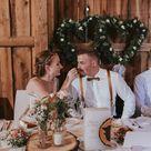 Brautpaar beim Torte-Essen