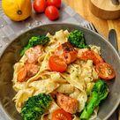 Cremige Lachs Pasta mit Brokkoli und Tomaten - Instakoch.de