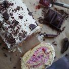 Finnisches Rezept: Preiselbeer-Biskuitrolle (Puolukkakääretorttu) • MAHTAVA! Für alle die die nordische Küche Lieben!