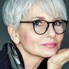 32 Amazing Hairstyles for Women Over 60 to Look Younger   Pouted.com