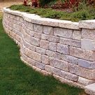Incorporating a Retaining Wall into an Overall Landscape Design