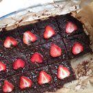 Raw Sticky Brownies - Lisa goes Vegan