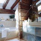 Badezimmer mit Dachschräge und … – Bild kaufen