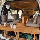 Holz-Klapptisch am Heck des Minibusses - Outdoor Ideas