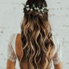 Brautfrisur für lange Haare mit Beach Waves - halb offen und geflochten