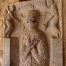 Cloister of Cathédrale Sainte-Eulalie-et-Sainte-Julie d'Elne.Tombstone of Ferran del Soler.Raymond de Bianya (Ramon de Bianya) est le nom admis par la plupart des historiens pour désigner un atelier de sculpteurs actif en Roussillon (département des Pyrénées-Orientales) pendant les premières décennie du XIIIe s. L'œuvre principale qui lui est attribuée est le portail de Saint-Jean-le-Vieux de Perpignan.