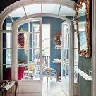 Dentro está decorado con un divertido estilo ecléctico y fuera... ¡qué patio tan bonito!