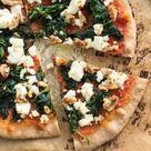 Vollkorn Pizza mit Spinat, Feta und Walnüssen
