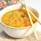 Mie-Nudel-Suppe. Mit Gemüse.