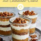 Apfel Crumble mit Mandeln und Cheesecake-Creme im Glas