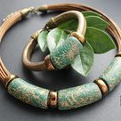 Leather bracelet and necklace in Regaliz style