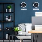 Inkt blauwe muur in een woonkamer