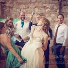 one thousand words wedding photography's Pinterest Account Avatar