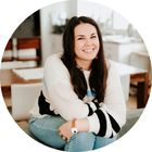 Bonnie Morata | Entrepreneur + Marketing Tips instagram Account