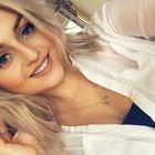 Lizzie Hinchliffe instagram Account
